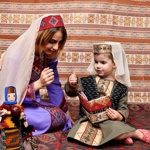 Хатутик продолжает фотосессии в армянских национальных костюмах (01.08.2017)