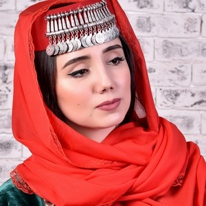 Дивная армянка в национальном костюме - фотосессия в Хатутик