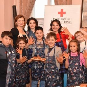 Хатутик проводит развивающие курсы для детей Российского Красного Креста