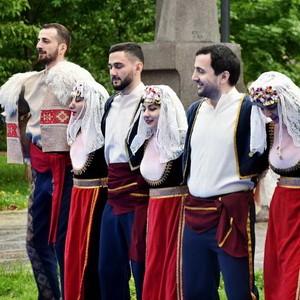 Санкт-Петербург также танцевал кочари (оригинал hayernaysor.am)