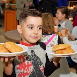 Румяные пончики руками маленьких поварят Хатутик