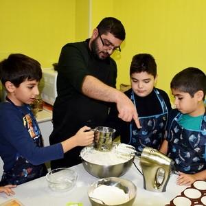 Маленькие поварята раскрывают секреты разных кухонь